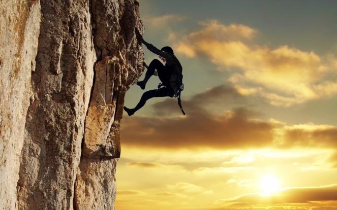 alpinista_escalando_uma_montanha-1280x800